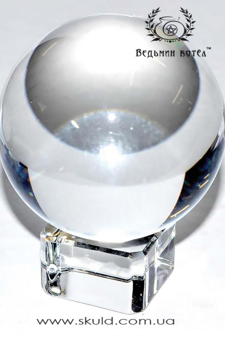 Огромный хрустальный шар